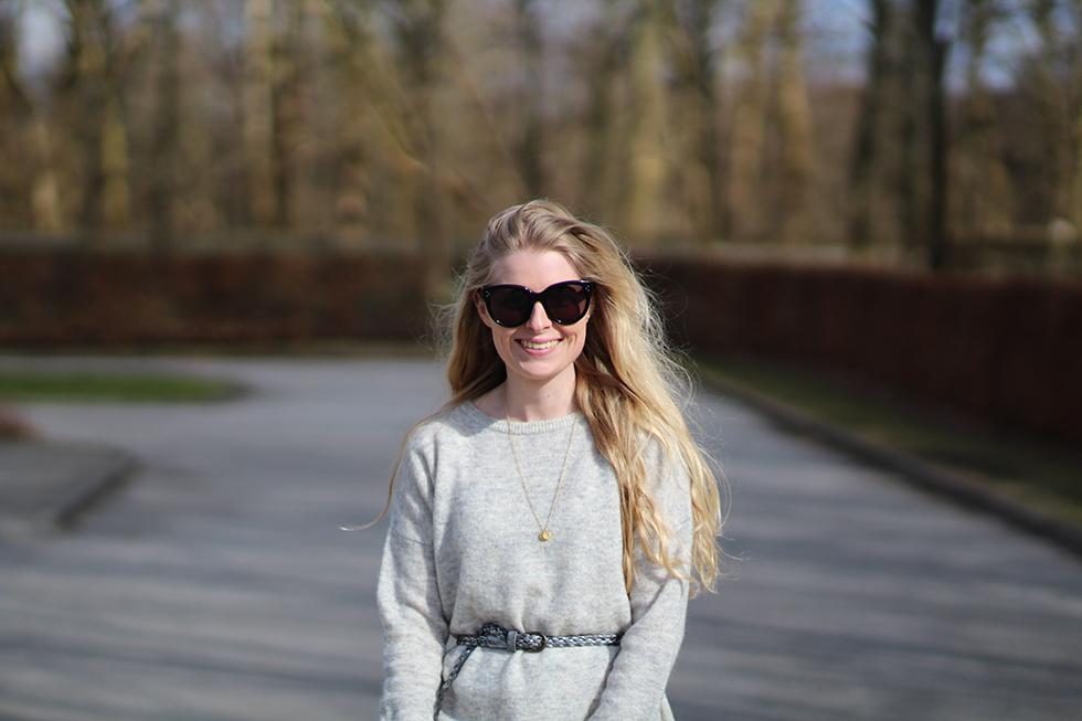 Dagens outfit modeblogger Amy Dyrholm mode fashion Århus solskin asos grå strik forår Randers lyst langt hår humøret stiger shopping ghd konkurrence vinder