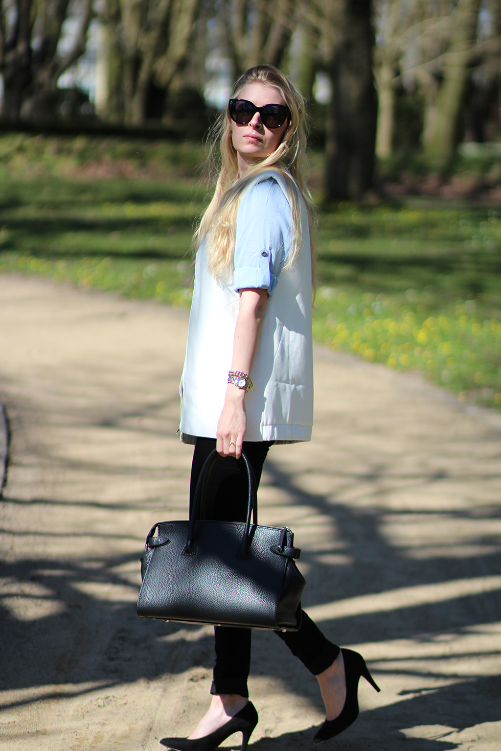 Babyblå skjorte Sparkz Inwear vest sommer solskin Herning golfbane hvidløgsflutes grillaften kæresteaften Amy Dyrholm modeblog fashion global funk jeans sol