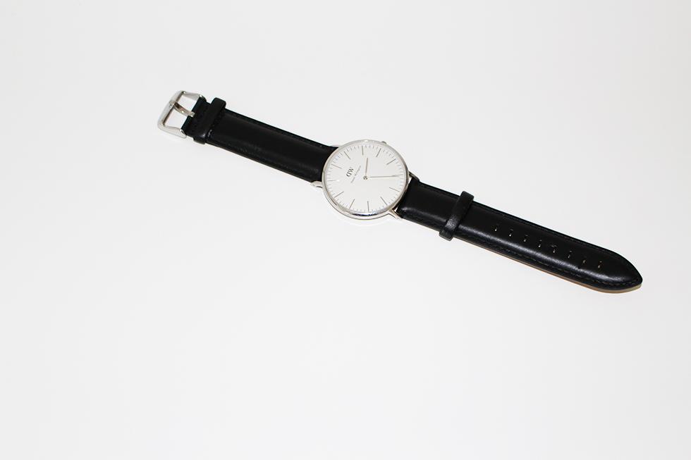 Uret en billig makeover nyt år billigt Daniel Wellington ny rem læderrem i sort beskidt og brugt ur bloggertips DIY Amy Dyrholm modeblogger skab et nyt ur