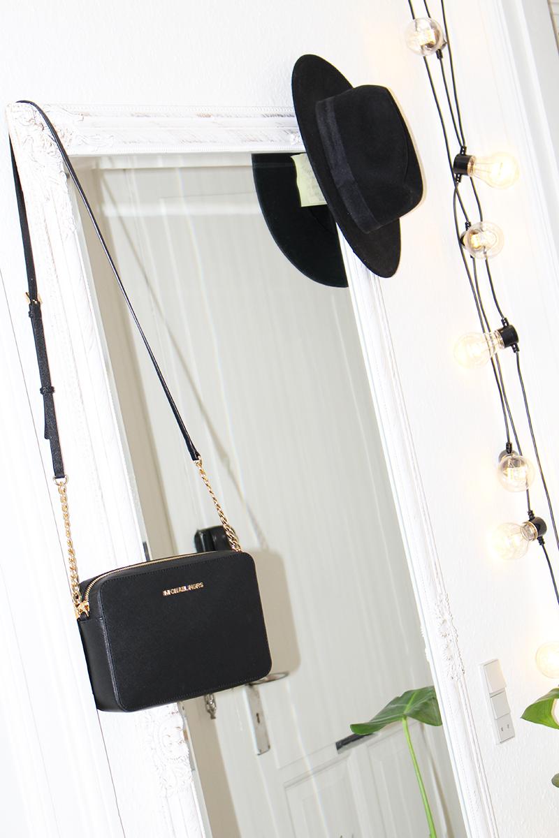 sort oversize lyskæde ellos ønskeliste juleaften julegave Amy Dyrholm indretning interior indendørslyskæde nye lejlighed blog blogger Michael Kors taske
