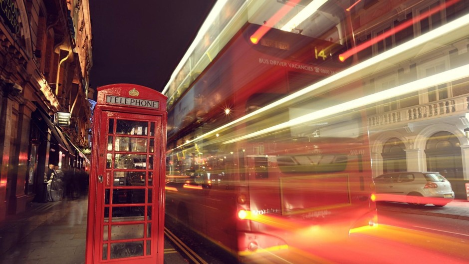 1920x1080_double_decker_bus_in_long_exposure_on_london_street-1522990-940x529