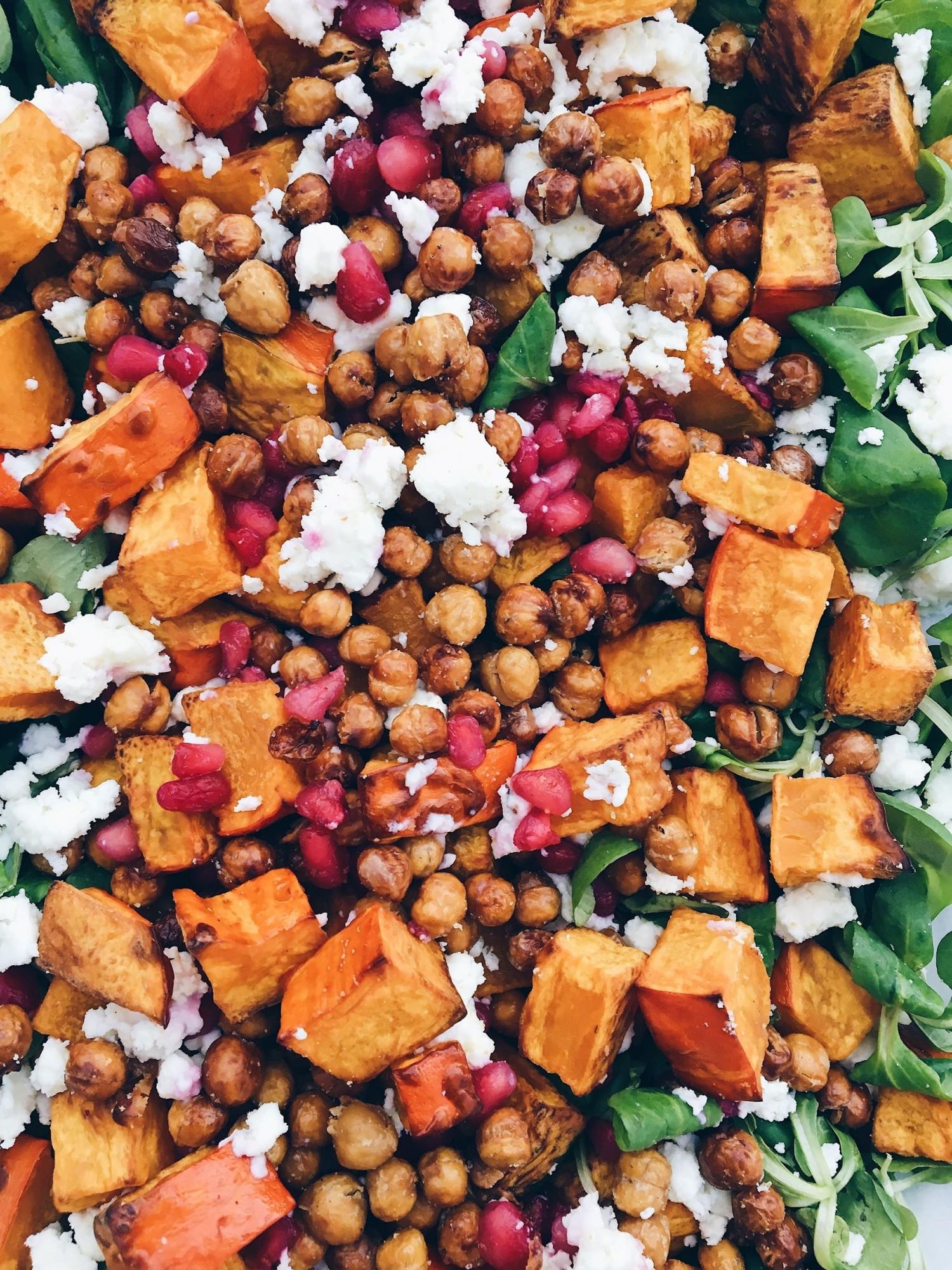 efterarssalat-med-graskar-granatable-og-311878702-4
