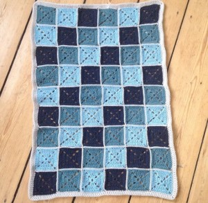 hæklet tæppe i firkanter