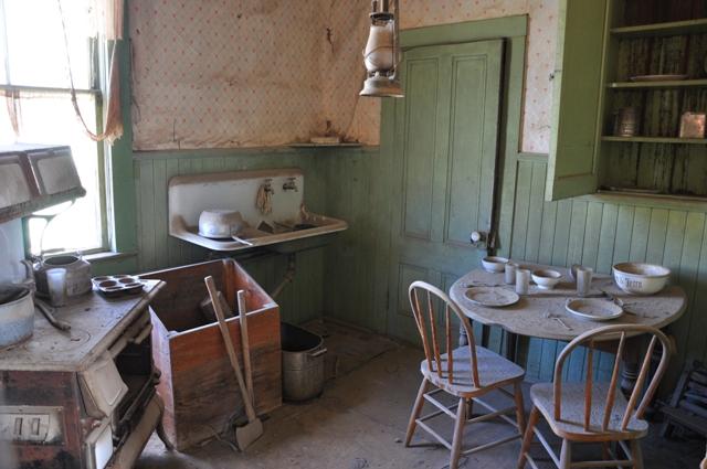 Indbyggerne i byen lod de fleste af deres ejendele stå, da de flyttede fra Bodie.