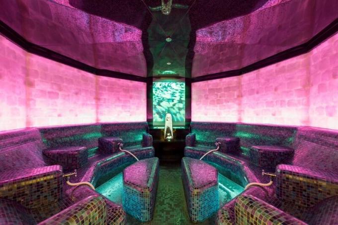 Mineralbad i Aqua Dom Spa i Ötztal