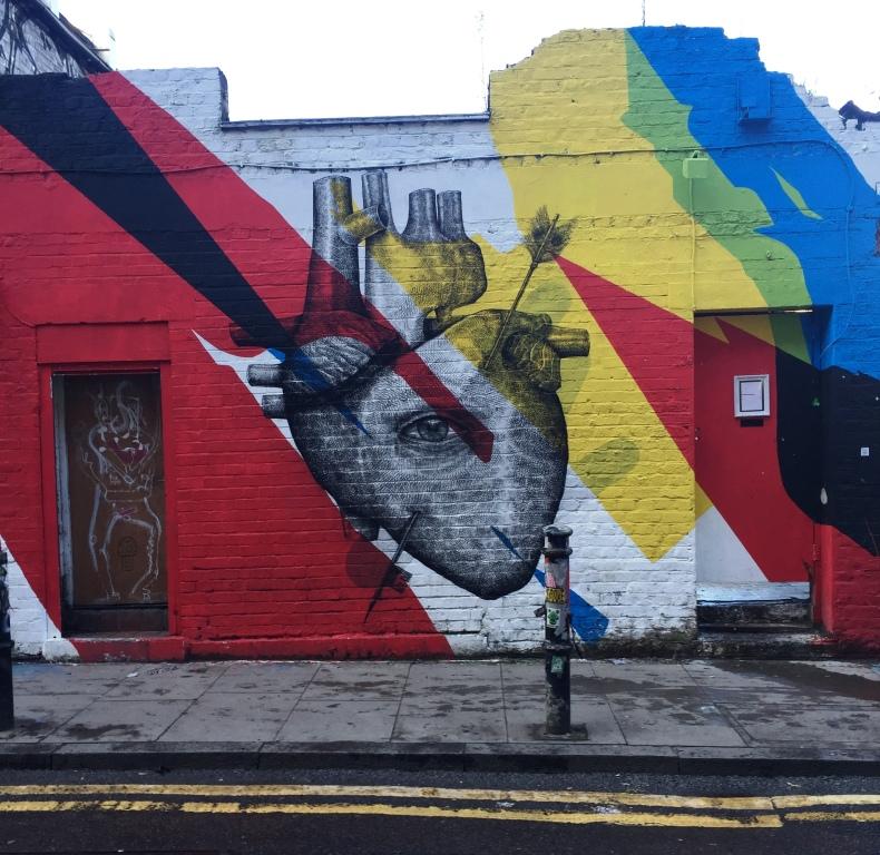 Street art forestillende et hjerte i Østlondon