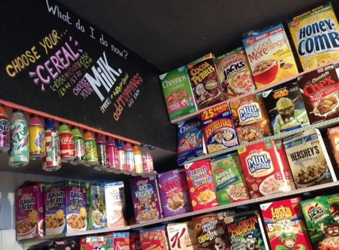 Udsnit af cereals i Cereal Killer Cafe på Brick Lane i London.