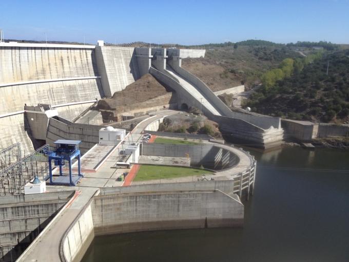 Dæmningen i Alquevasøen, Portugal