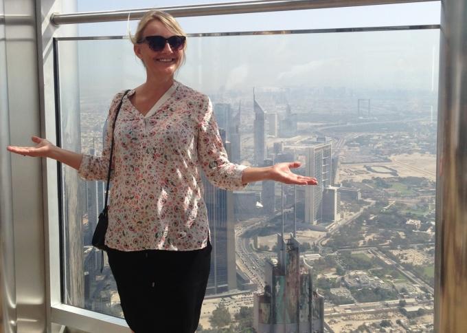 Karen i Burj Khalifa i Dubai