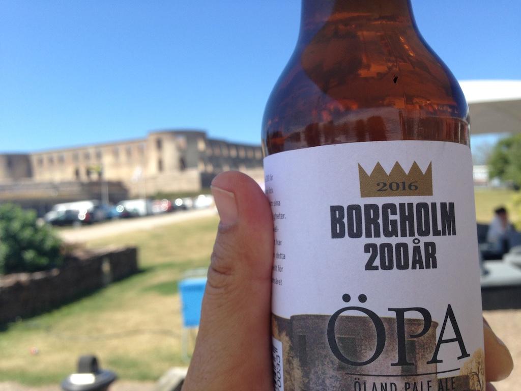Bornholm øl foran Borgholm Slott, Öland