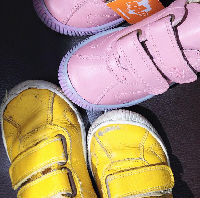 fbfc3cb10d83 De gule sko har været Vegas ynglingssko i et halvt år. De har været med i  børnehaven hver dag