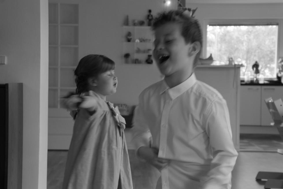 to glade børn