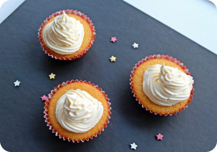 vanilje-cupcakes-med-karamel-frosting-4