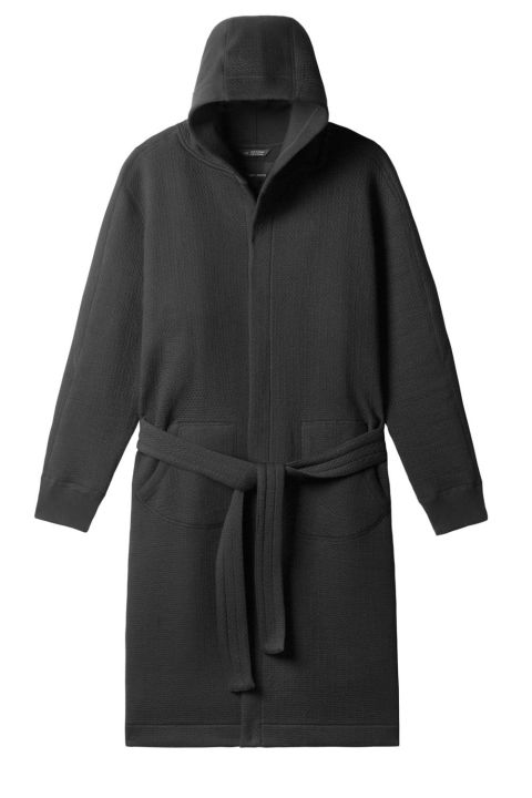 gallery-1478815959-black-cabin-fleece-robe-front