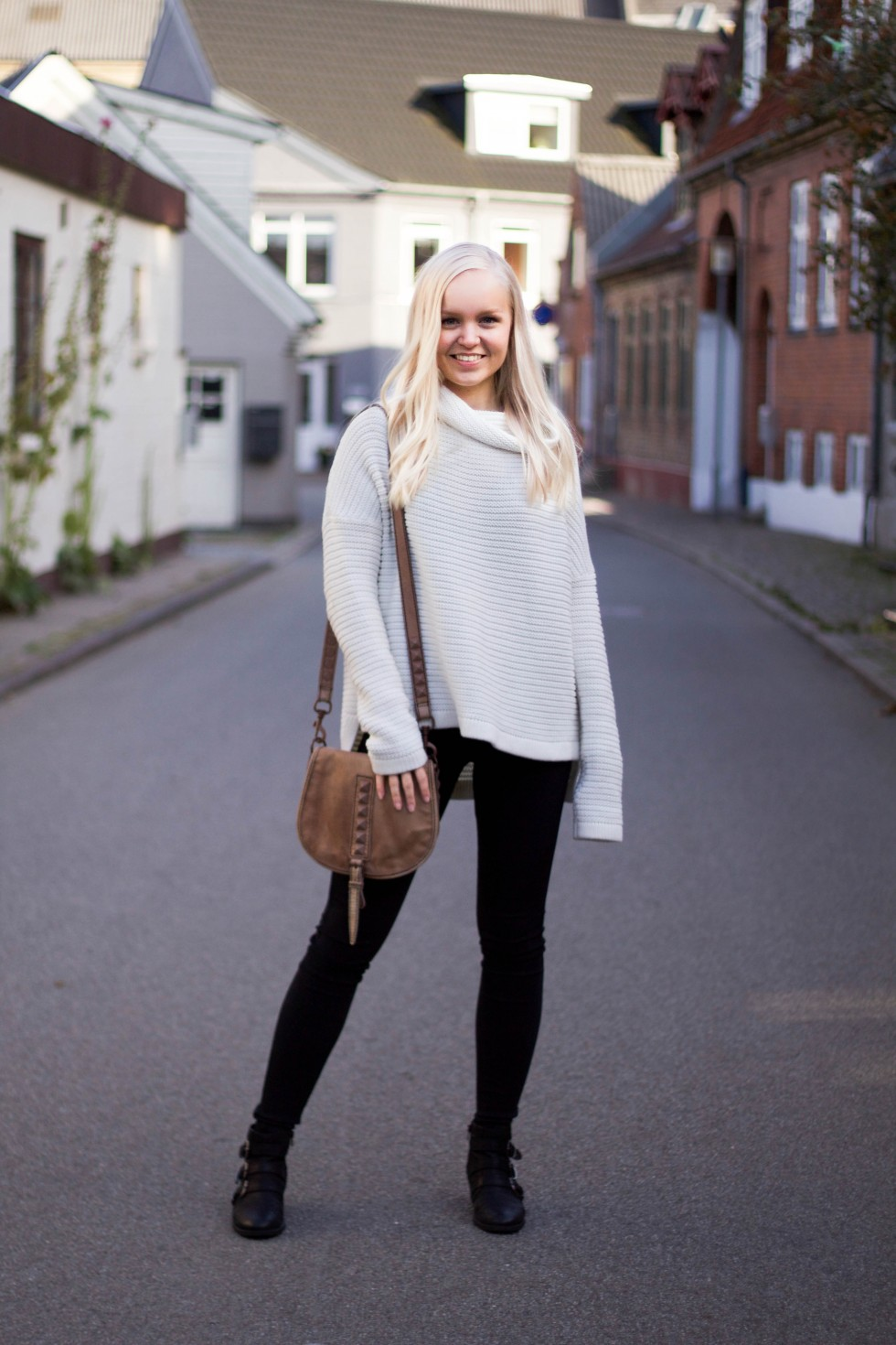 Outfit of the day - white knit, black skinny jeans and black boots.