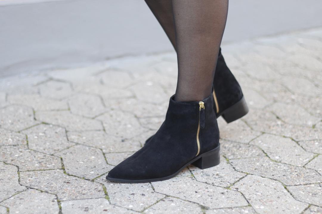 OUTFIT: TURA DRESS & BLACK KIMONO