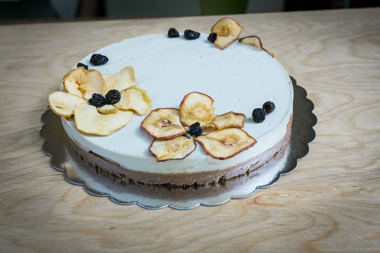 raw-vegan-baby-cake