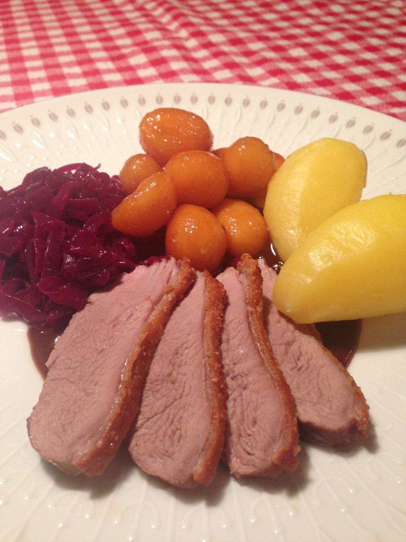 andebryst med brunede kartofler