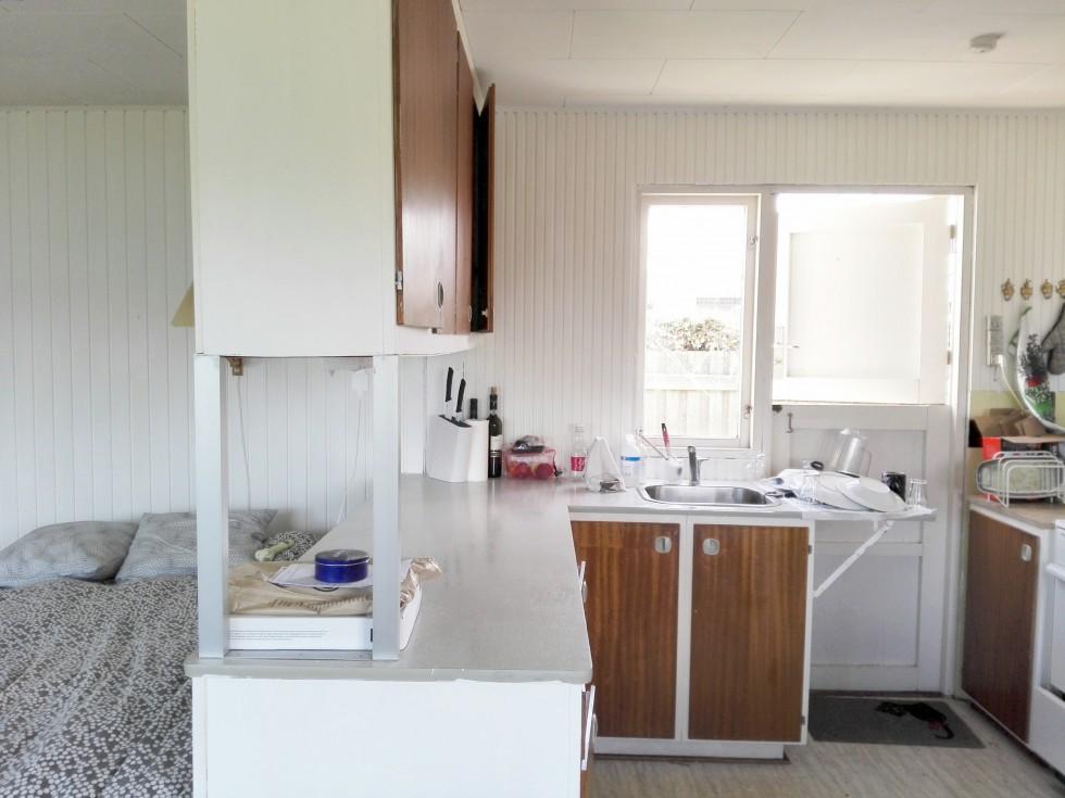 kolonihave malet hvid køkken