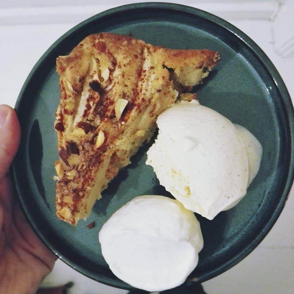 bedste æblekage med mandler og kanel