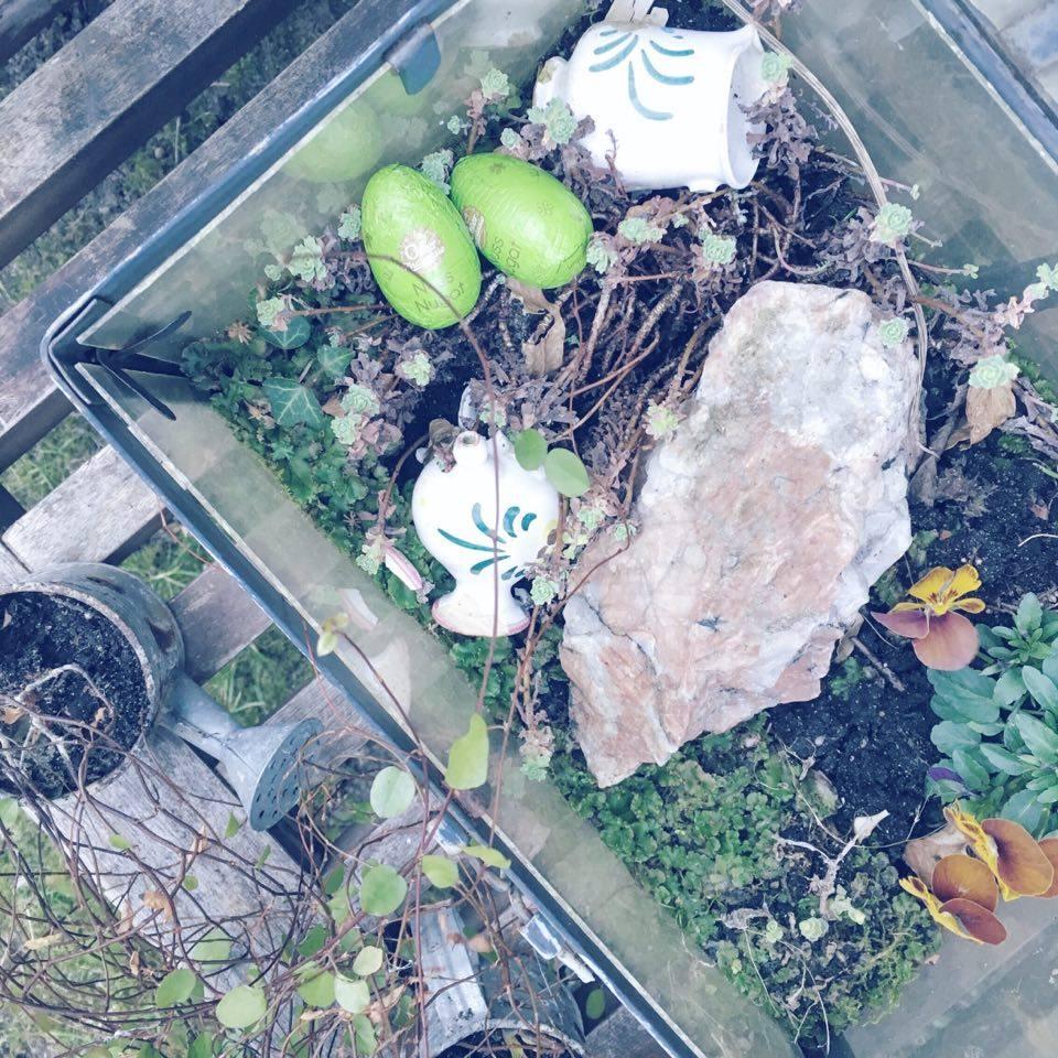 påske æggejagt i haven