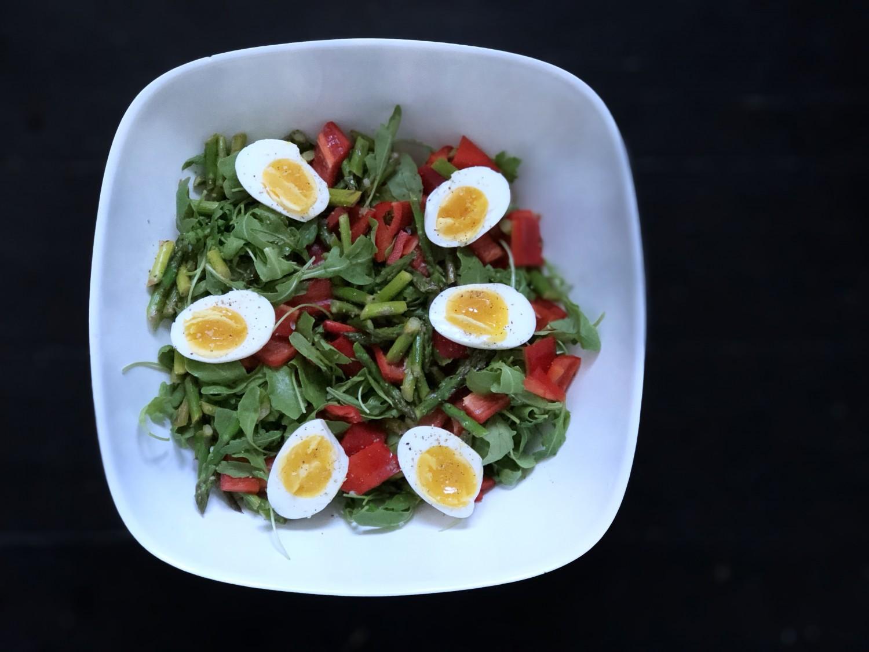 salat med asparges og æg