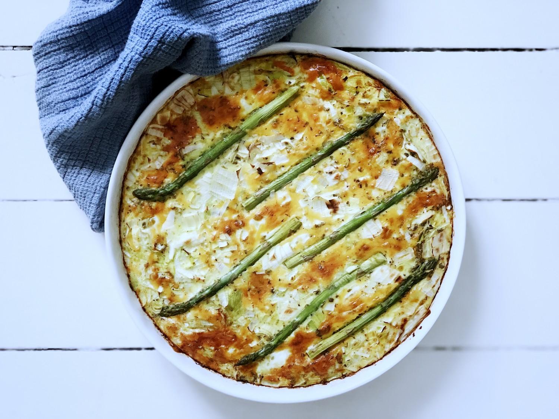 tærte uden dej med porrer og asparges