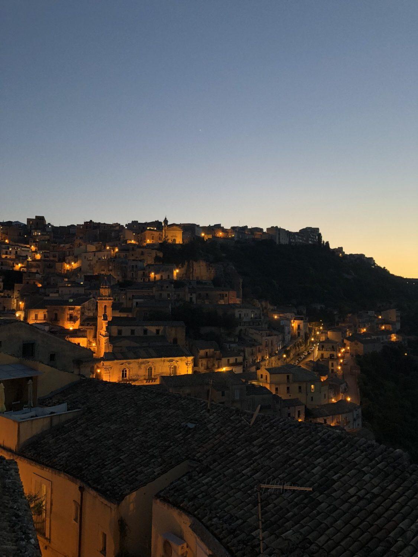udsigt ragusa ibla fra restaurant La Terrazza dell'Orologio