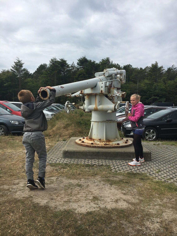 Ungerne leger med gamle kanoner