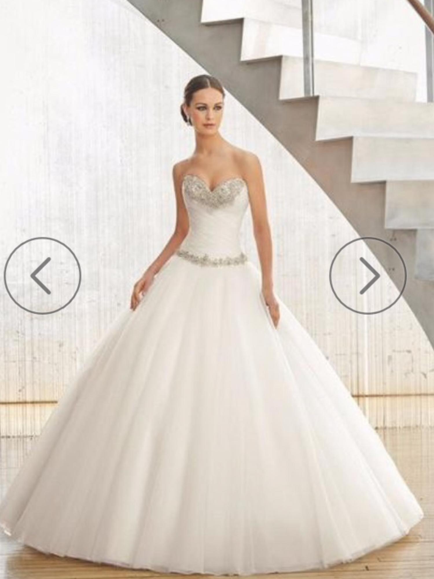 En mulig kjole fra panayotis, som kan fået på udsalg til 6200!