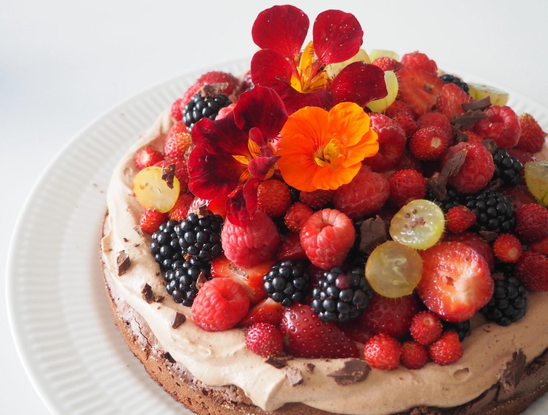 opskrift brownie med chokoladecreme og bær