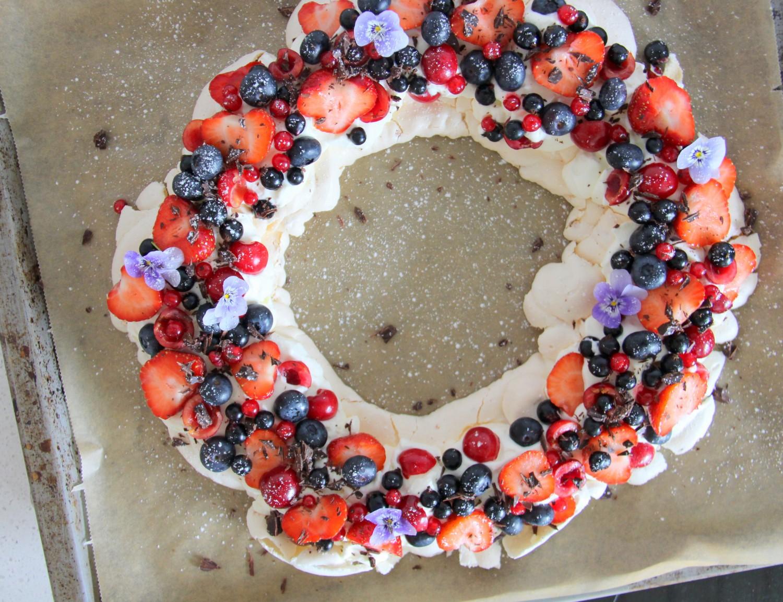 pavlova krans friske bær