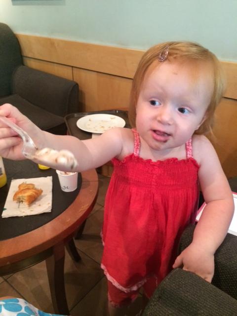 """Mille beder selv om en """"babyccino""""?er det et godt eller dårligt tegn?"""