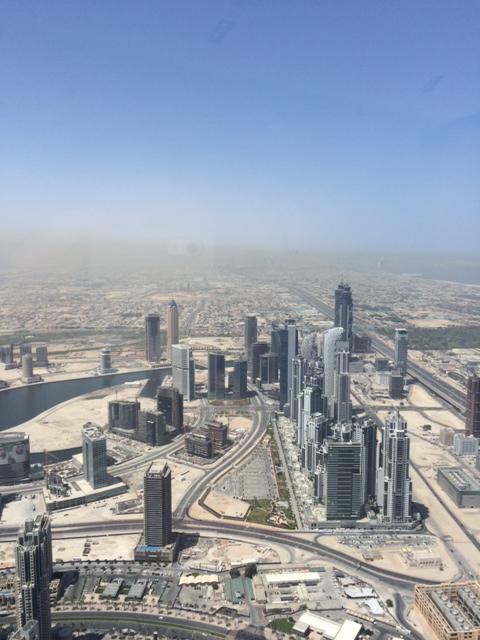 Udsigt mod syd - ude til højre kunne man skimte Burj Al Arab. Tågen er sand!
