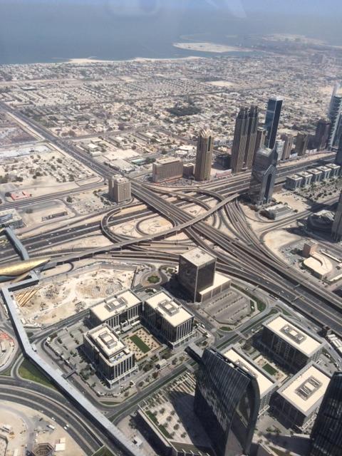 """Jeg er """"vild"""" med vejene her i Dubai. De giver mig en mavepuster - uanset om jeg er ude at køre eller glor på dem"""