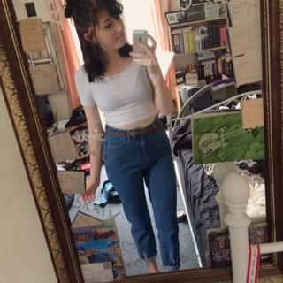 I dag fik jeg mit første par mom-jeans hjem, og kan godt forstå hvorfor de er så populære. De er virkelig behagelige!