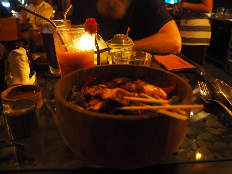 spisesteder på bali canngu ubud raw kage nelle noell bali guide