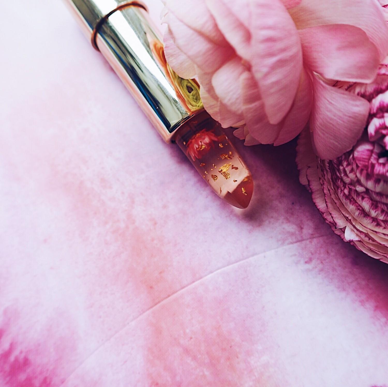 beauty på budget mit smukkeste makeup køb læbestift med blomst og guld indeni koreansk læbestift nelle noell kailijumei læbestift