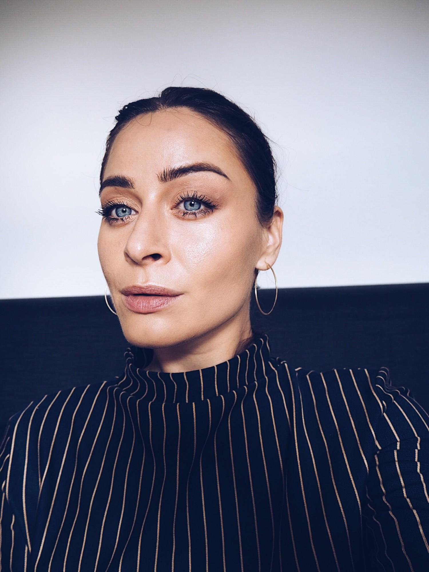 utroværdig eller troværdig blogger, makeup face