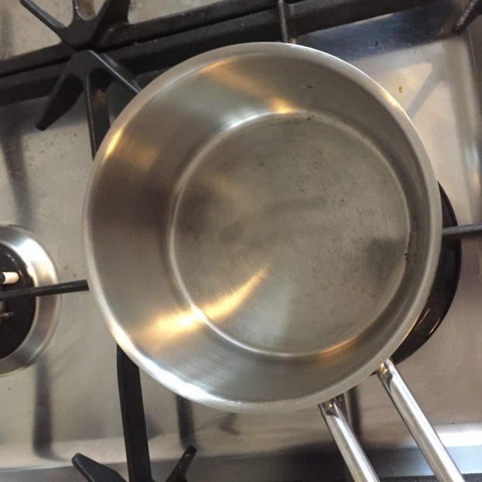 Fastbrændt mad i gryde