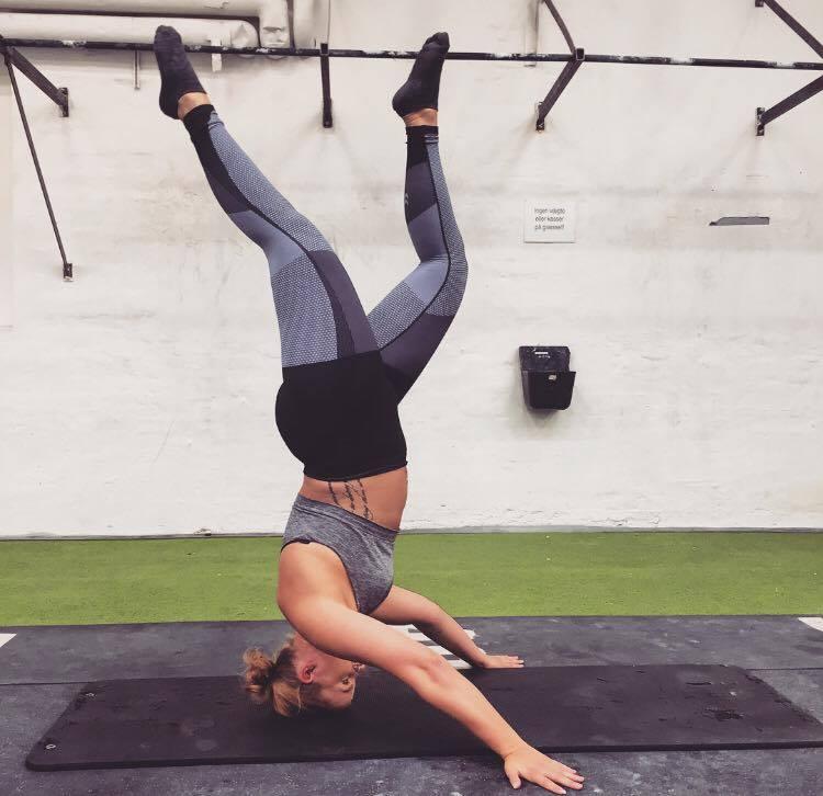 trinetheodora-headstand-hummeltraining-fitnessblog