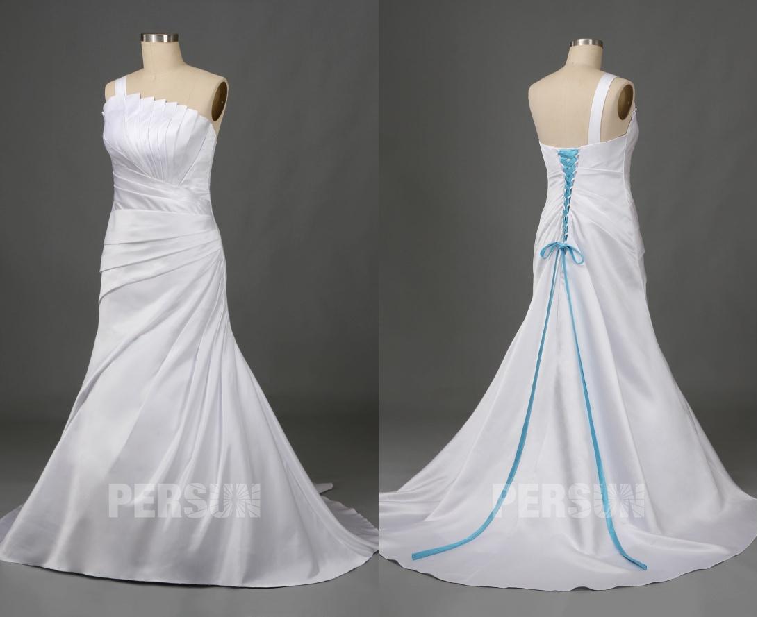 robe de mariée en satin trompette encolure asymétrique drapée