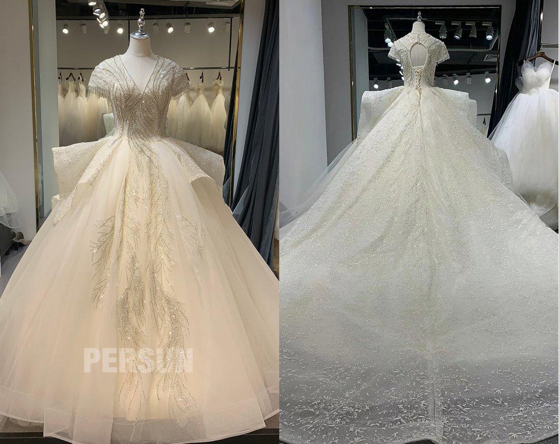 robe mariée princesse décolleté V ornée de bijoux à traîne