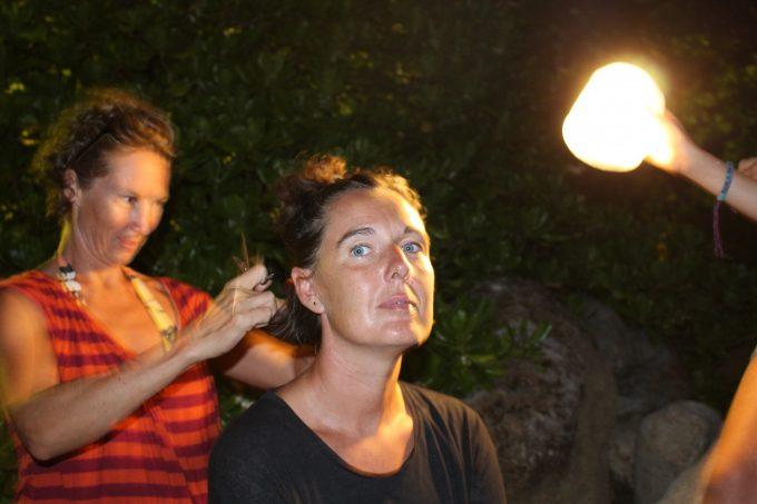Og en hårklipning i mørket