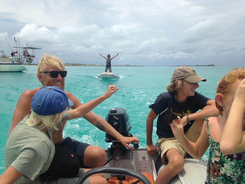 Sådan så vi Xarradola og supermand Benjamin sidst...i meget blåt hav på Bahamas