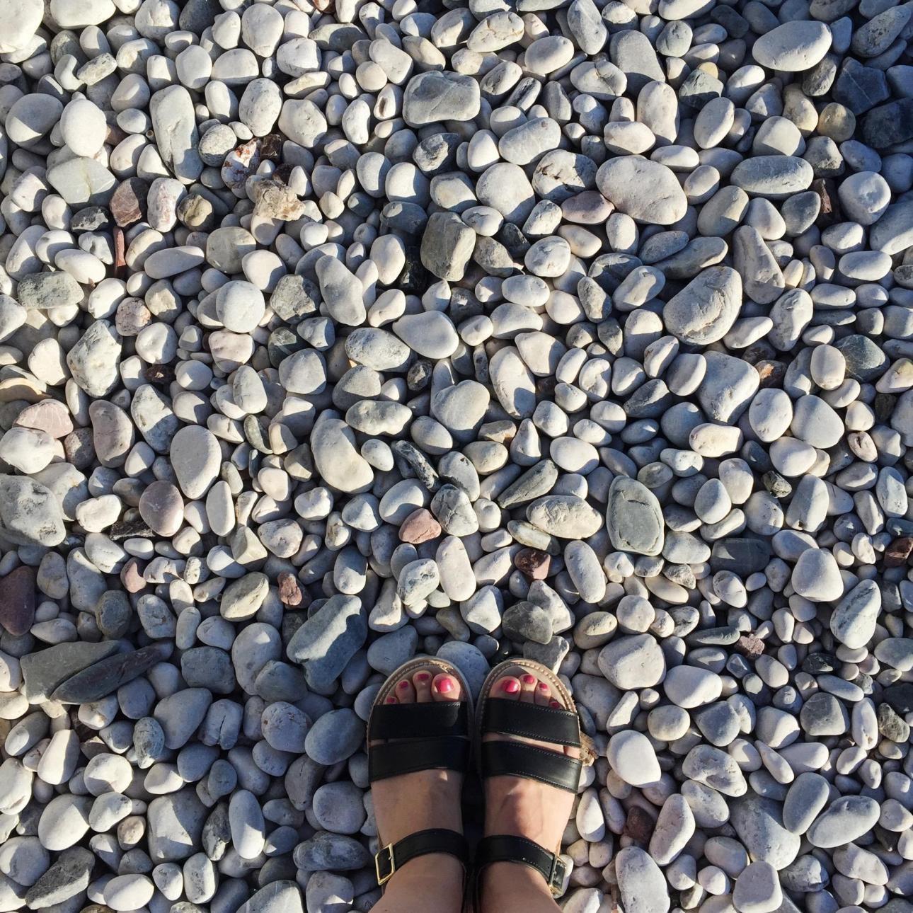De fleste strande i Kroatien og Montenegro er stenstrande. Så husk sandaler eller revsko!