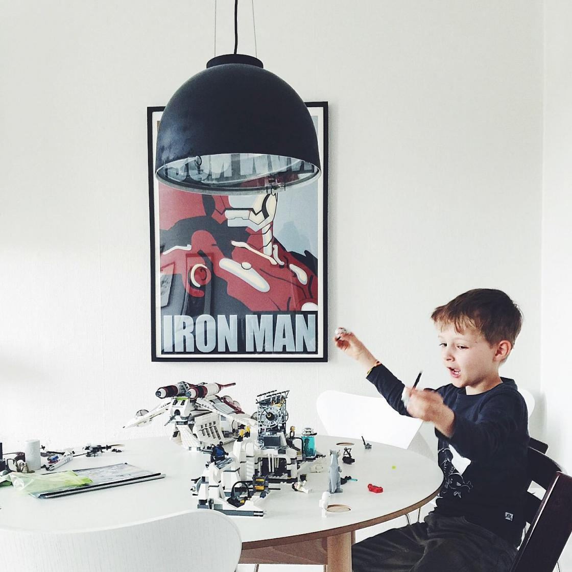 iron-man-marvel-plakat-robert-downey-jr-urbannotes-dk