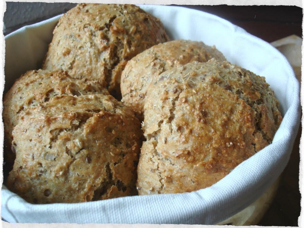 Freshly baked oat-5 grain rolls