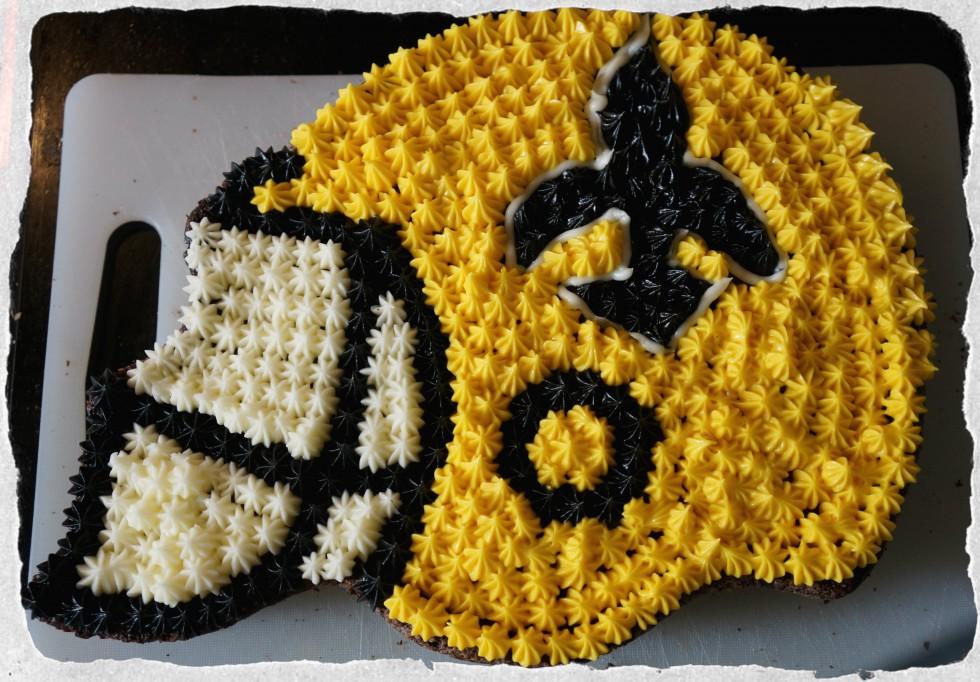 NFL New Orleans Saints Cake helmet