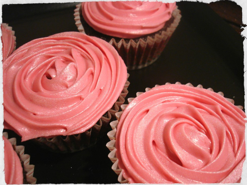 chocolate-cupcakes-with-cream-cheese-frosting